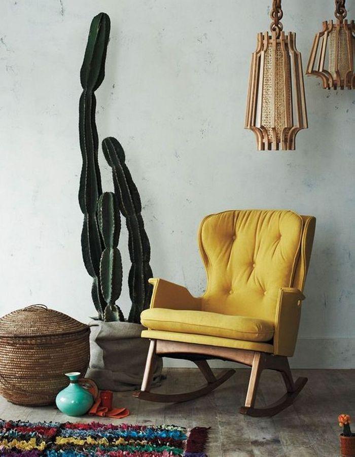 Cactus XXL près d'un fauteuil enveloppant