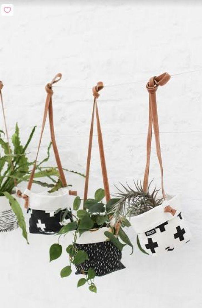 Les pots suspendus en textile de l'équipe mère/fille de Zana