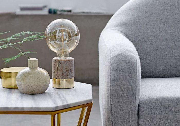 Lampe à poser en marbre et laiton