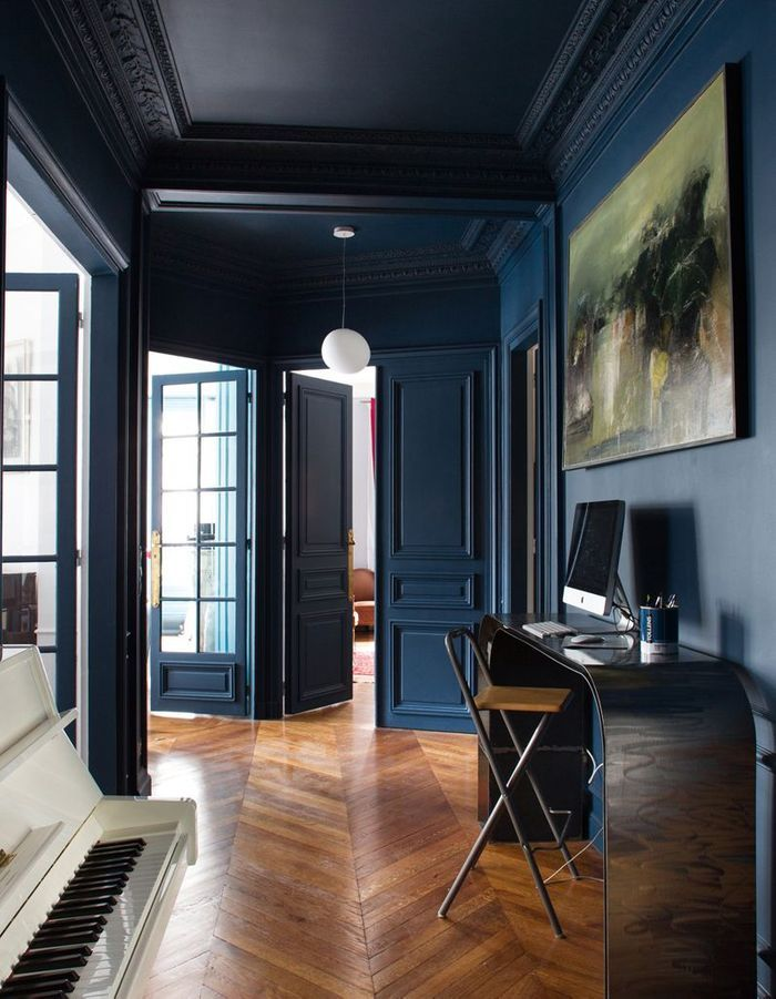 Le bleu marine d barque dans la maison elle d coration for Decoration salon bleu marine