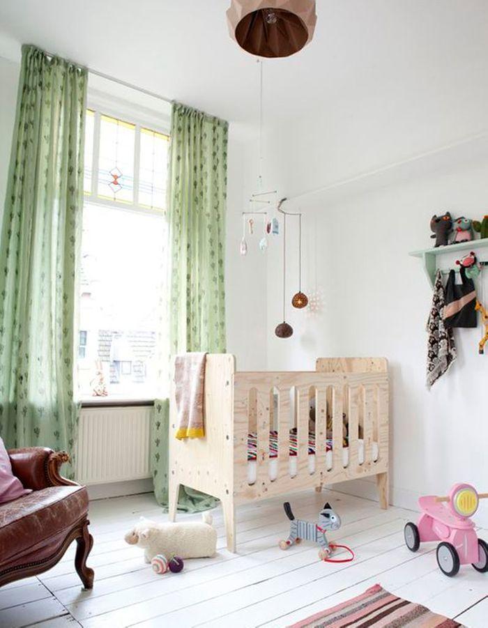 Une chambre de bébé qui mixe les styles