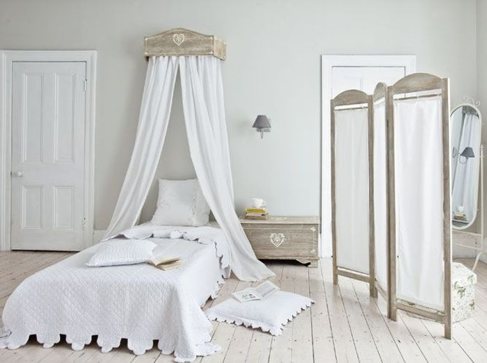 des ciels de lit et lits baldaquin pour r ver elle. Black Bedroom Furniture Sets. Home Design Ideas