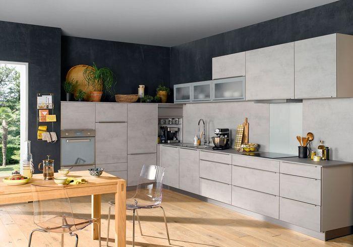 Une cuisine gris béton asymétrique