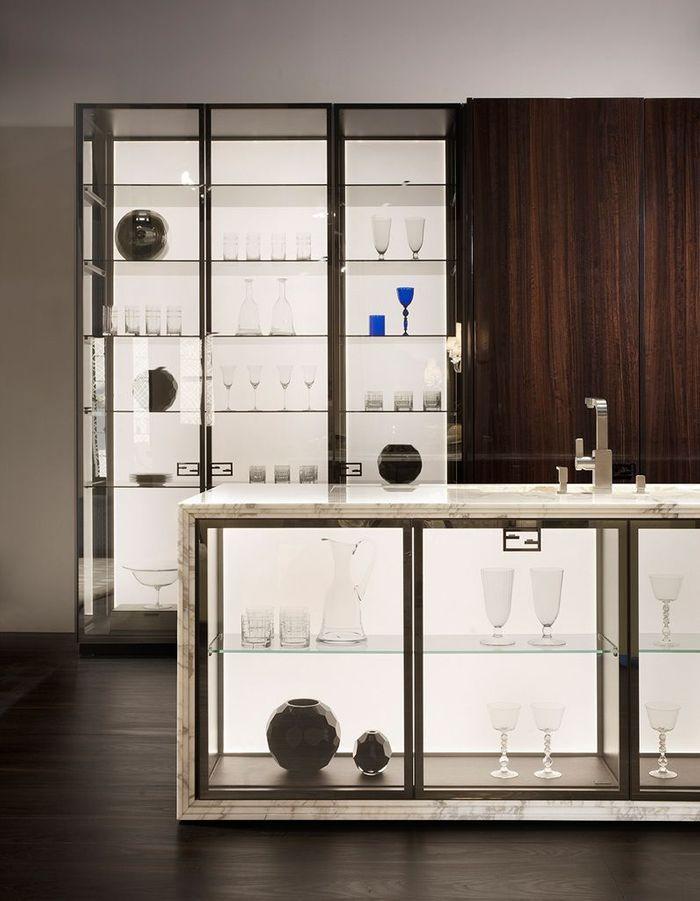 Une cuisine ouverte en verre