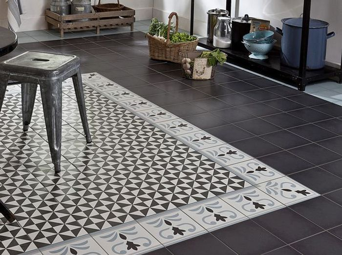 awesome le carrelage comme un tapis with carrelage ancien noir et blanc. Black Bedroom Furniture Sets. Home Design Ideas