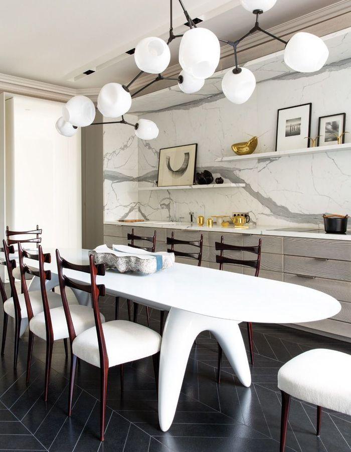 Cuisine aménagée avec une table XXL