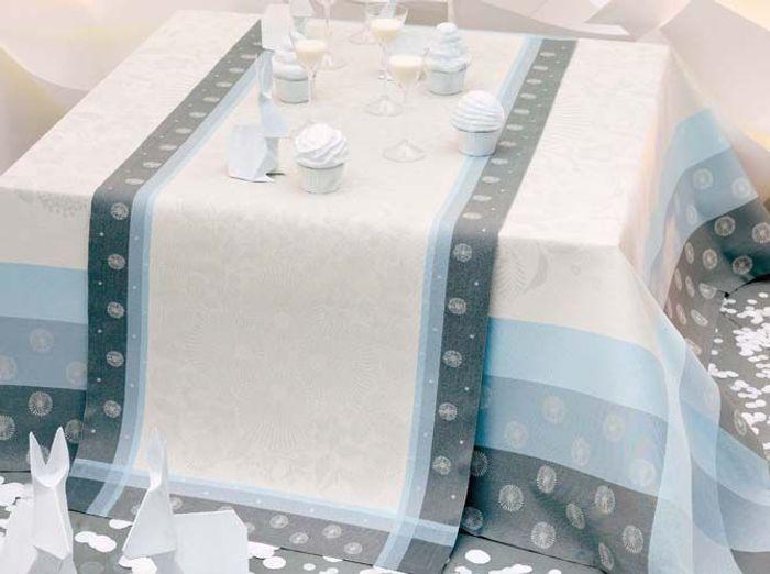 Chemin de table blanc et bleu