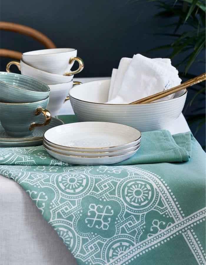 Déco de table pas chère : des serviettes blanches