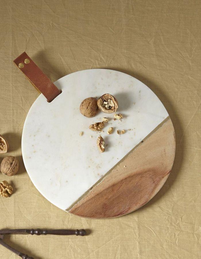 Déco de table pas chère : une planche à découper bi-matière