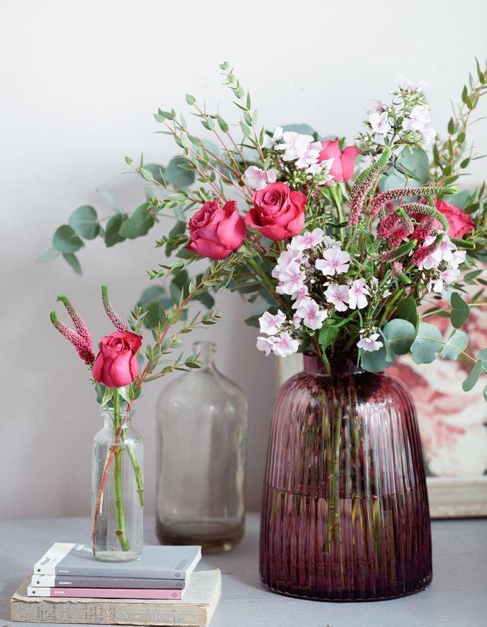 Un bouquet de fleurs romantique pour une déco de table de Saint-Valentin réussie