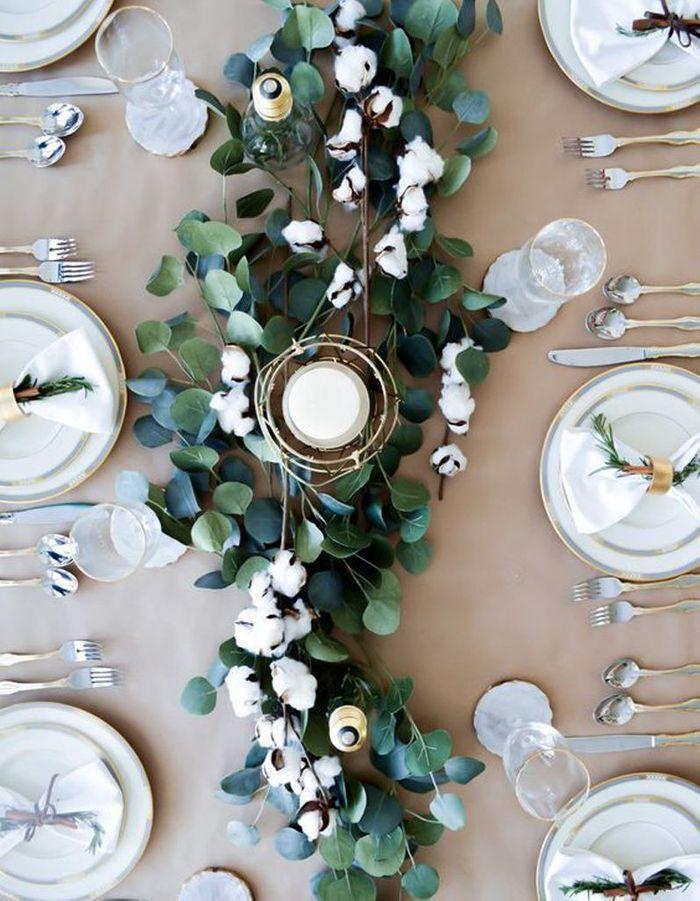 Décoration de table hiver : composez un chemin de table végétal