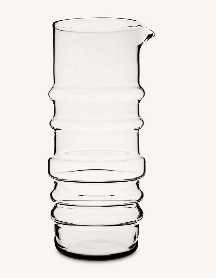 Vaisselle design : une carafe en verre