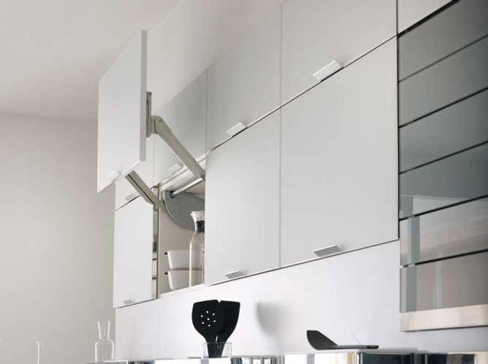 """Des placards de cuisine pratiques avec ouverture en """"lift"""""""