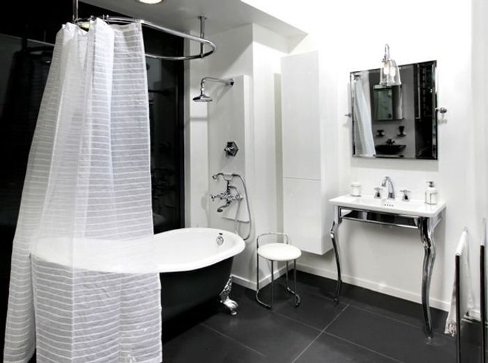 Des salles de bains sp ciales femmes elle d coration - Faience salle de bain noir et blanc ...