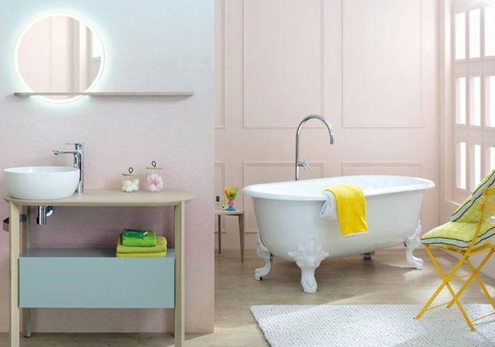 Bichonnez-vous dans une salle de bains romantique