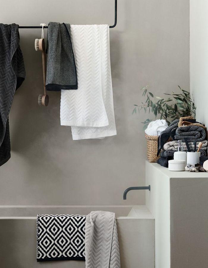 30 id es pour d corer votre salle de bains sans la r nover for Une salle de bain sans fenetre