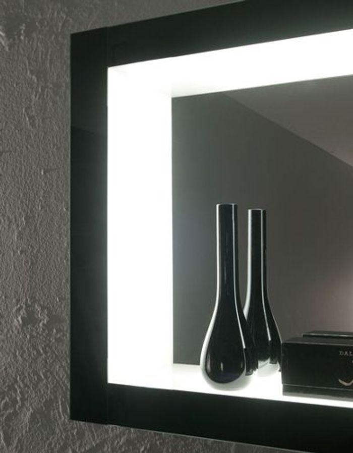 Mat riaux surr alistes mobilier high tech meubles noirs - Miroir salle de bain high tech ...
