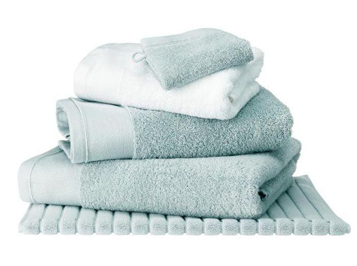 A chaque style de salle de bains son linge de toilette elle d coration - Etendoir a linge pour salle de bain ...