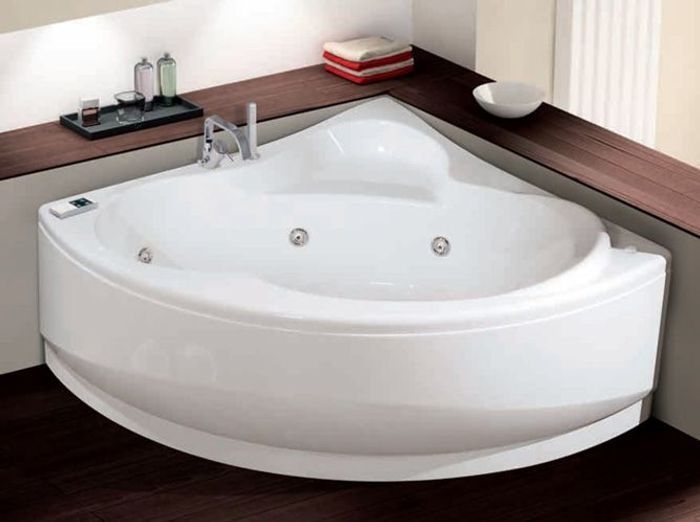 La baignoire se fait toute petite elle d coration - Baignoire d angle leroy merlin ...