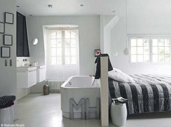 La baignoire se fait toute petite elle d coration for Baignoire dans chambre a coucher