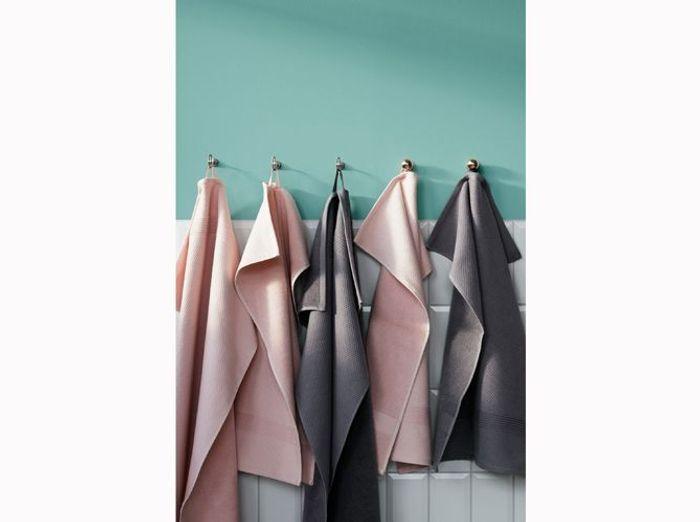 8- Penser aux petites accroches pour serviettes