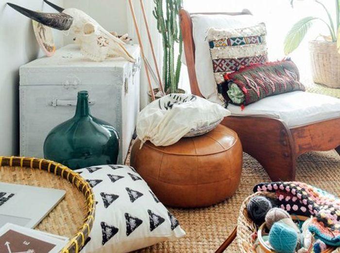 Accumulez le petit mobilier et les objets au sol