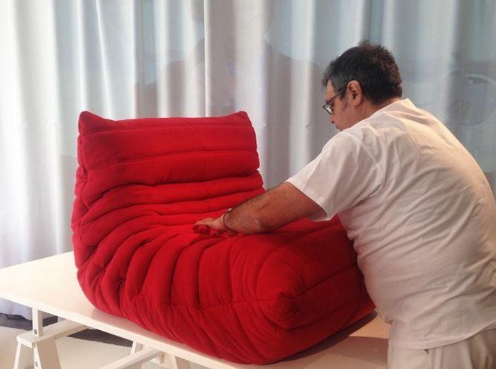 le mythique fauteuil togo fabriqu en moins de 15 minutes elle d coration. Black Bedroom Furniture Sets. Home Design Ideas