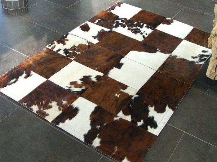 tapis peau patchwork with tapis peau de vache maison du monde. Black Bedroom Furniture Sets. Home Design Ideas