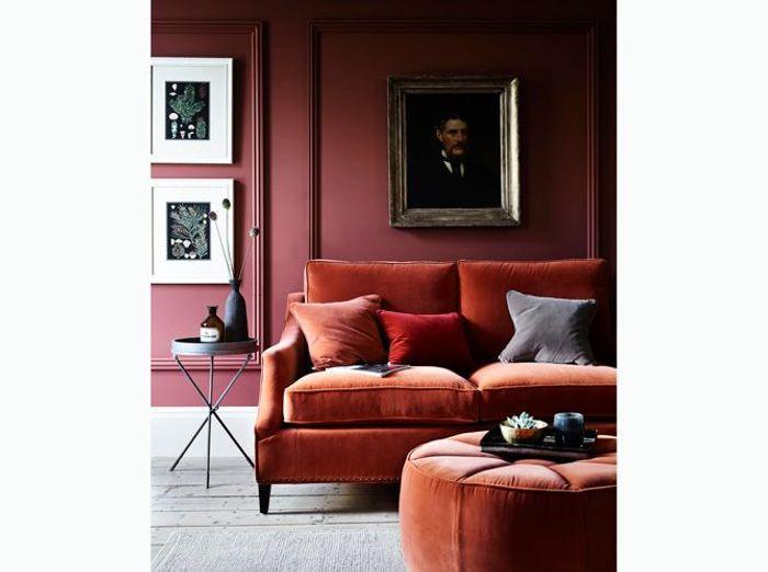 Coordonnez les teintes de votre canapé à votre mur