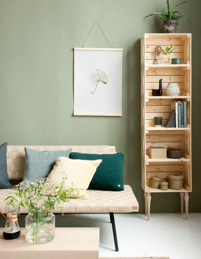 Des cagettes en bois comme une étagère