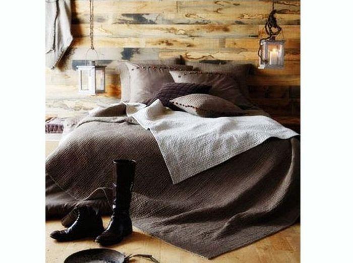 Un linge de lit taupe