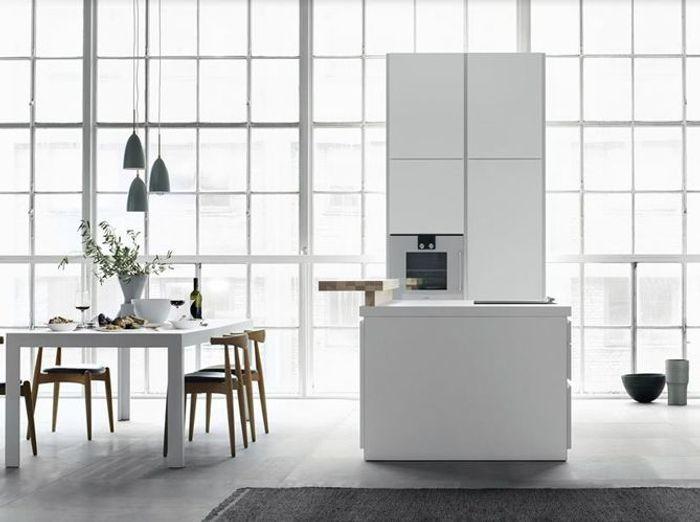 Une double pièce blanche mise en valeur par son style ultra design