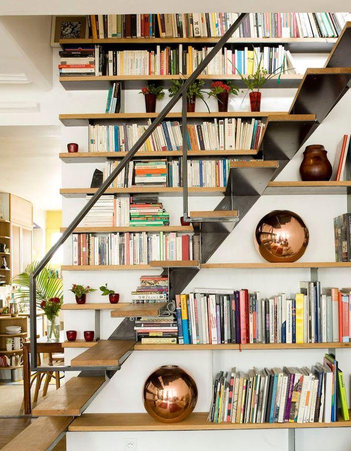 Penser à la bibliothèque pour un escalier déco
