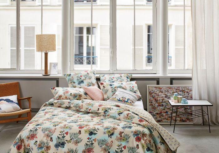Un rebord de fenêtre en guise de tête de lit