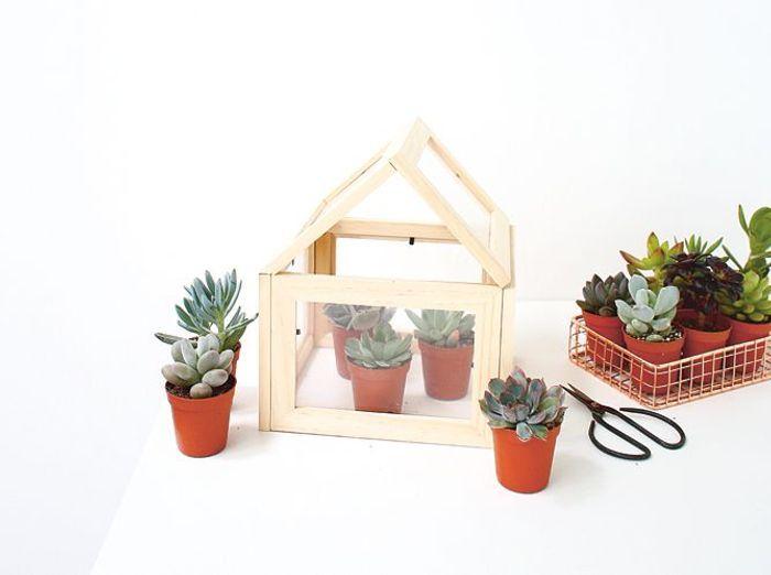 diy fabriquez une mini serre partir de cadres elle. Black Bedroom Furniture Sets. Home Design Ideas
