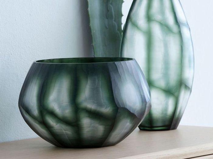 Un vase design détourné en pot à plantes