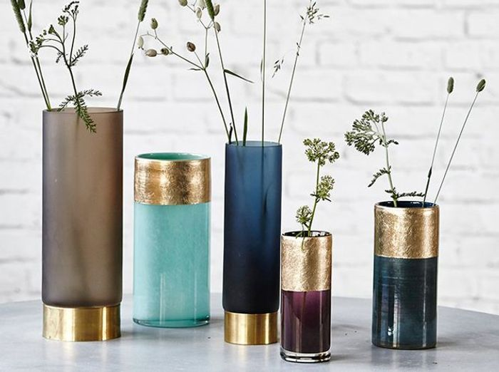 Des vases détournés en pot à ustensiles de cuisine