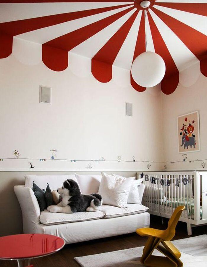 un plafond rouge et blanc pour un esprit cirque chez les enfants un plafond en couleur pour. Black Bedroom Furniture Sets. Home Design Ideas
