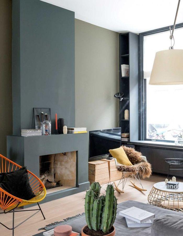 Une cheminée moderne colorée