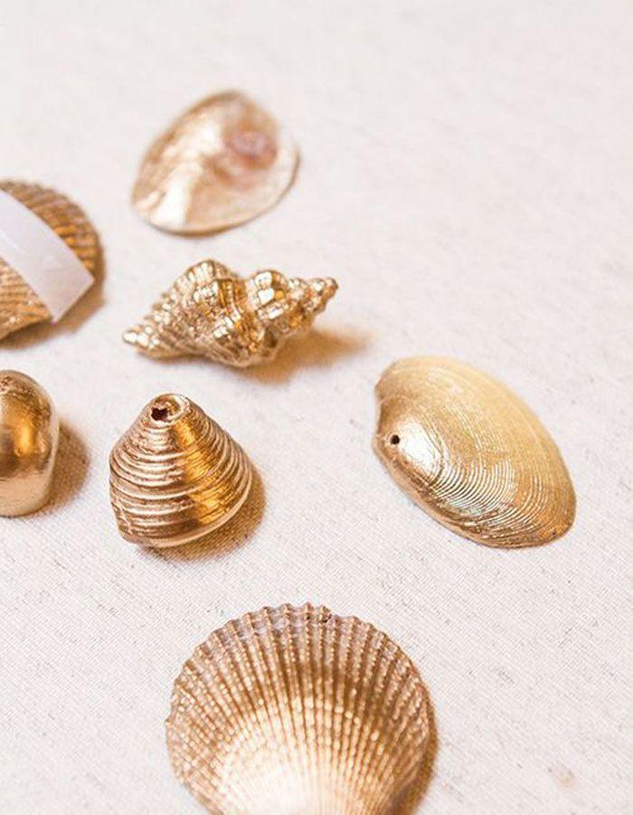 Bomber des coquillages dans une teinte dorée