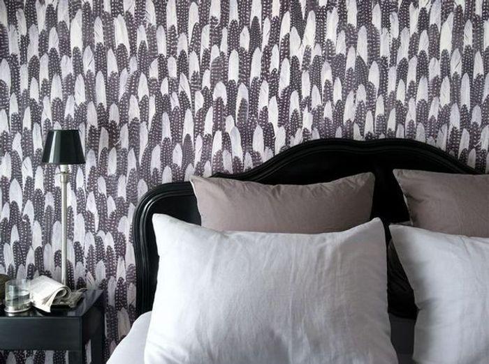 un papier peint noir et blanc pour un mur l gant elle. Black Bedroom Furniture Sets. Home Design Ideas