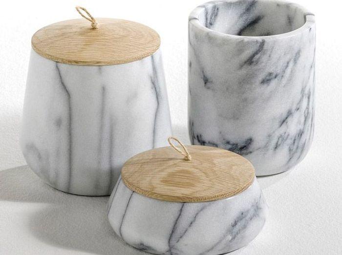 Des pots en marbre