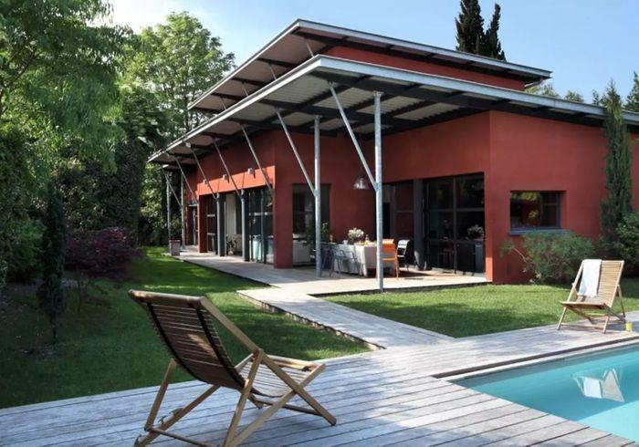 Maison d'architecte au style hangar avec piscine à Bordeaux