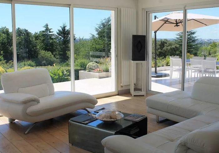 airbnb bordeaux 30 villas lofts et appartements de r ve louer bordeaux elle d coration. Black Bedroom Furniture Sets. Home Design Ideas
