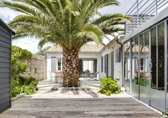 Maison avec multiples terrasses sur l'île de Ré