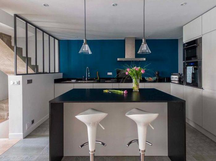 visite d 39 une maison de caract re elle d coration. Black Bedroom Furniture Sets. Home Design Ideas