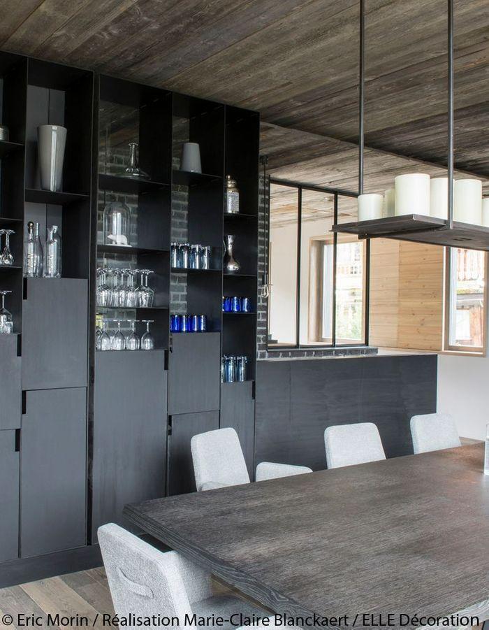 chalet contemporain avec mat riaux naturels courchevel un chalet imposant enracin dans la. Black Bedroom Furniture Sets. Home Design Ideas