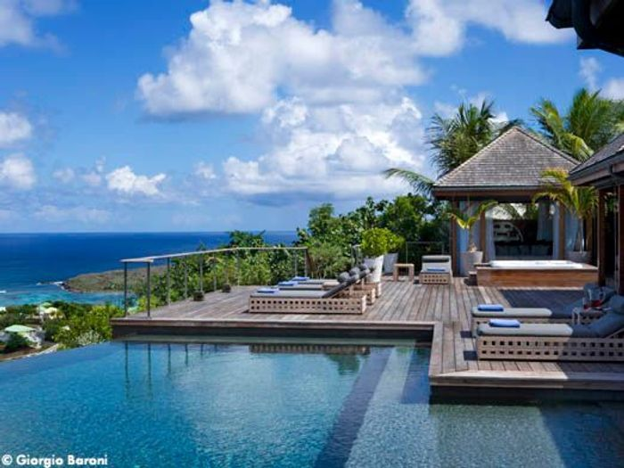 johnny hallyday toutes les photos de sa maison saint barth elle d coration. Black Bedroom Furniture Sets. Home Design Ideas