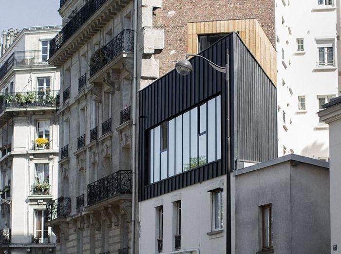 visite d une dr le de maison en triangle elle d coration. Black Bedroom Furniture Sets. Home Design Ideas