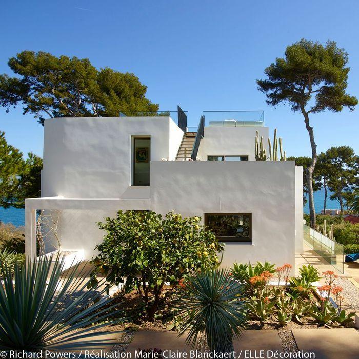 villa design antibes visite priv e d 39 une superbe villa au cap d 39 antibes elle d coration. Black Bedroom Furniture Sets. Home Design Ideas